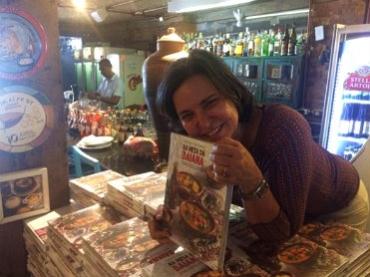 Tereza Paim lança o livro 'Na Mesa da Baiana' e festeja seis anos  do Casa de Tereza no dia de Cosme e Damião